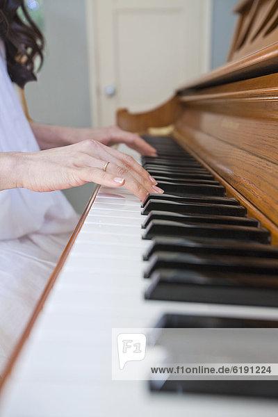 hoch  oben  nahe  Frau  Klavier  mischen  Mixed  spielen