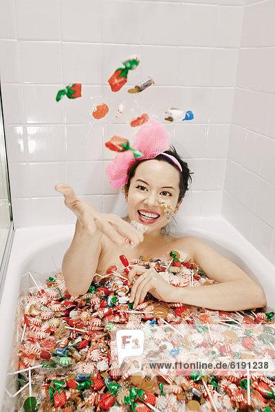 Frau  nehmen  mischen  Süßigkeit  Mixed