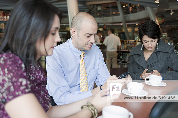 Handy  Mensch  Menschen  Hispanier  Text  Cafe  Kurznachricht  Business