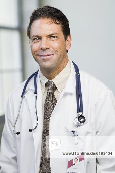 Laborant  lächeln  Arzt  Stethoskop  Mantel