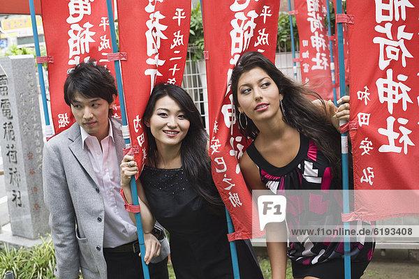 Pose  Freundschaft  Fahne  japanisch