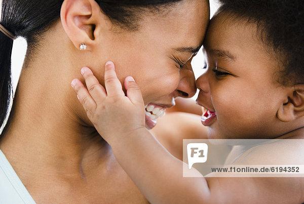 Junge - Person  Verbundenheit  amerikanisch  Mutter - Mensch  Baby