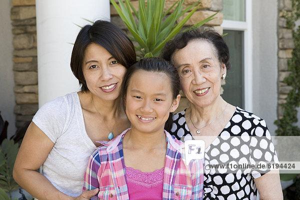 lächeln  chinesisch  Mehrgenerationen Familie