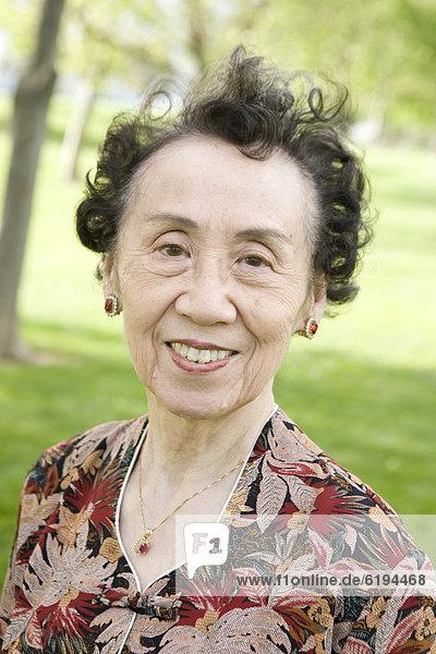 Senior  Senioren  Frau  lächeln  chinesisch