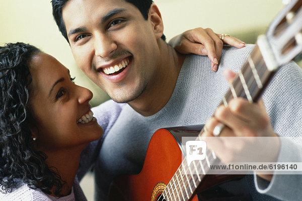 umarmen  Hispanier  Gitarre