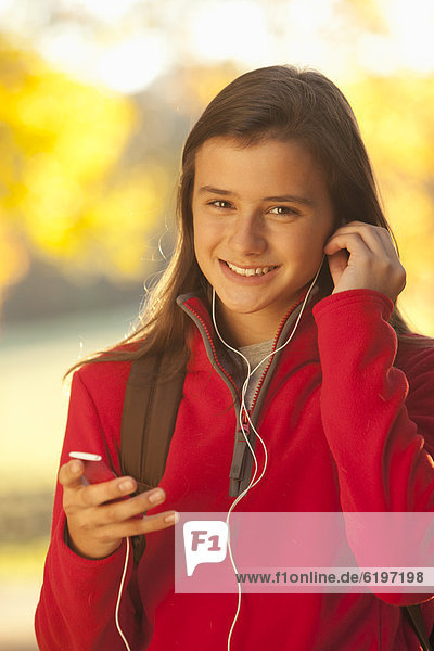 Europäer  zuhören  Spiel  MP3-Player  MP3 Spieler  MP3 Player  MP3-Spieler  Mädchen