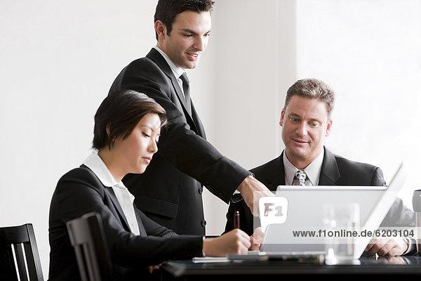 Zusammenhalt  Mensch  Menschen  arbeiten  Geschäftsbesprechung  Besuch  Treffen  trifft  Business