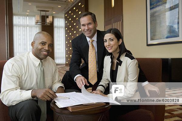 Eingangshalle  Mensch  Pose  Menschen  multikulturell  Business