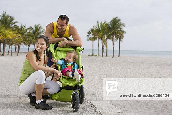 Hispanier  Ende  Kinderwagen  joggen  Baby
