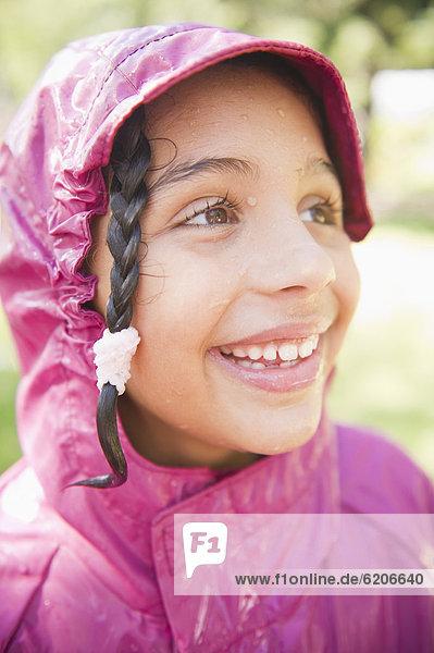 lächeln  Hispanier  Mantel  Regen  Mädchen lächeln ,Hispanier ,Mantel ,Regen ,Mädchen