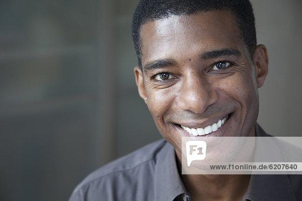 Geschäftsmann  lächeln  schwarz