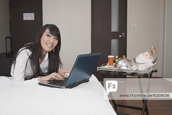 Geschäftsfrau  Zimmer  arbeiten  Hotel