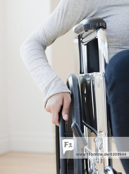 Frau  Rollstuhl