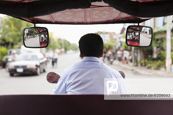 fahren  Straße  Kambodscha  Rikscha