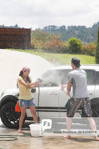 Zusammenhalt  Spiel  Auto  waschen  Hispanier