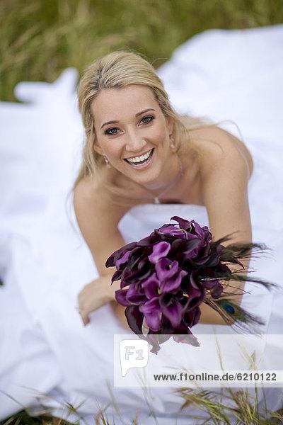 Blumenstrauß  Strauß  Braut  Blume  Hispanier  halten