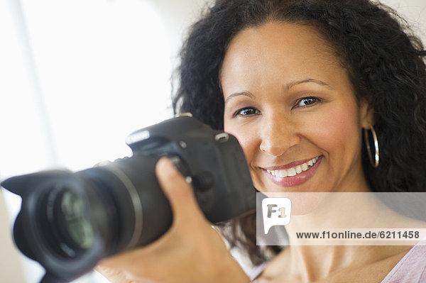 Frau  Fotografie  nehmen  Hispanier  Fotoapparat  Kamera
