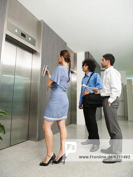 Mensch  Menschen  warten  Aufzugsanlage  Business