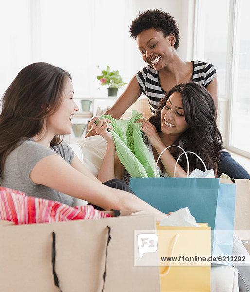 Freundschaft  kaufen  Untersuchung