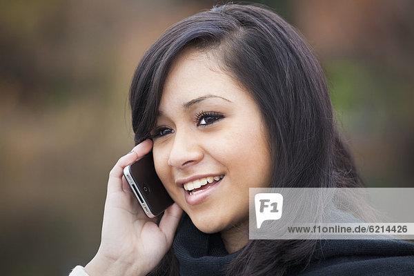 Handy  Jugendlicher  sprechen  Hispanier  Mädchen