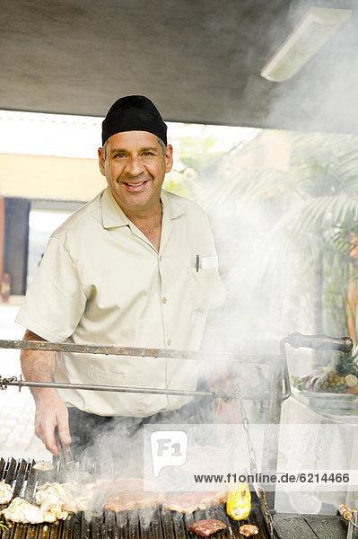 kochen Mann Lebensmittel Hispanier Grill Grillparty