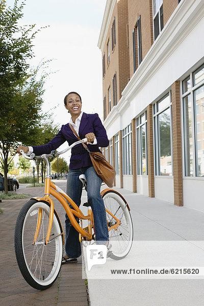 Frau  fahren  amerikanisch  Fahrrad  Rad