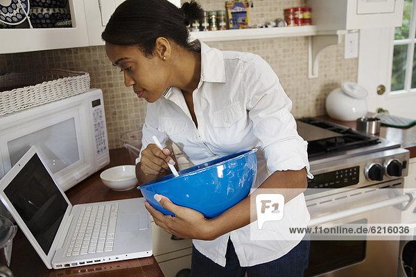 Frau folgen Internet Kochrezept Rezept