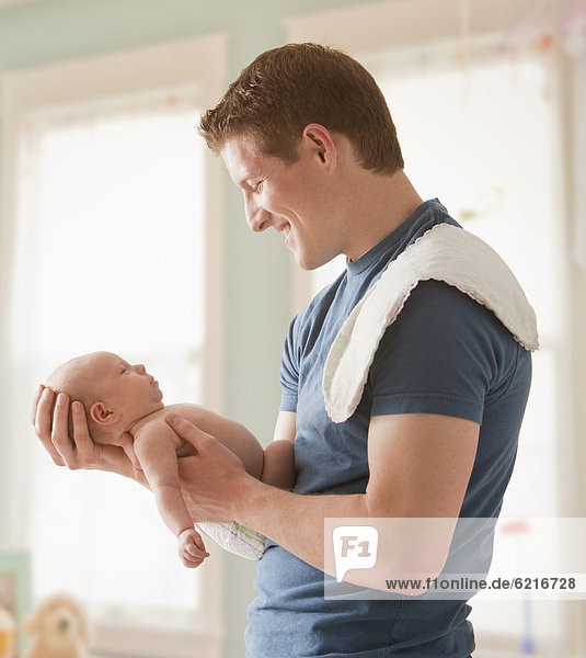 Europäer , Menschlicher Vater , halten , Mädchen , Baby