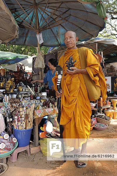 Boden Fußboden Fußböden Statue kaufen Heiligtum Souvenir Laden fünfstöckig Buddhismus Angkor Kambodscha Mönch Südostasien