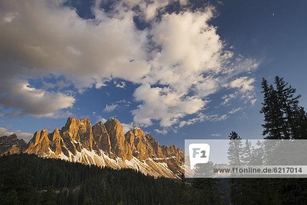 Sonnenuntergang am Bergmassiv der Geisler Spitzen  Vilnösser Tal  Dolomiten  Italien  Europa