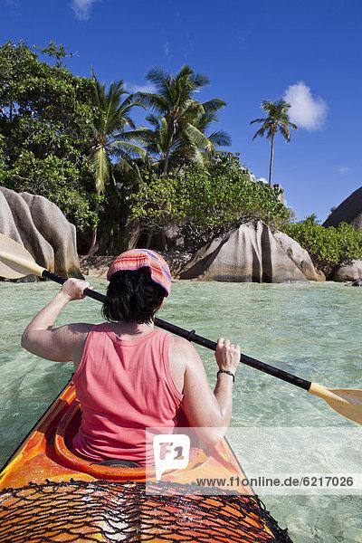 Frau Kajak zeigen Indischer Ozean Indik