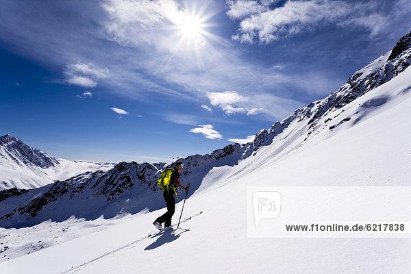 Skitourengeherin im Kühtai  Tirol  Österreich  Europa