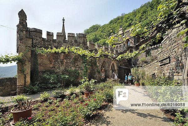Burg Rheinstein  Burgundergarten  Trechtingshausen  Unesco Weltkulturerbe Oberes Mittelrheintal  Rheinland-Pfalz  Deutschland  Europa