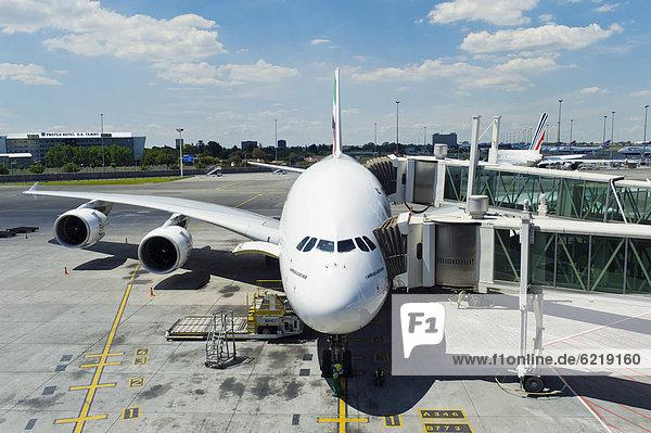 Airbus A380 800 der Emirates Airline im O. R. Tambo International Airport  ORTIA  in Johannesburg  Südafrika  Afrika