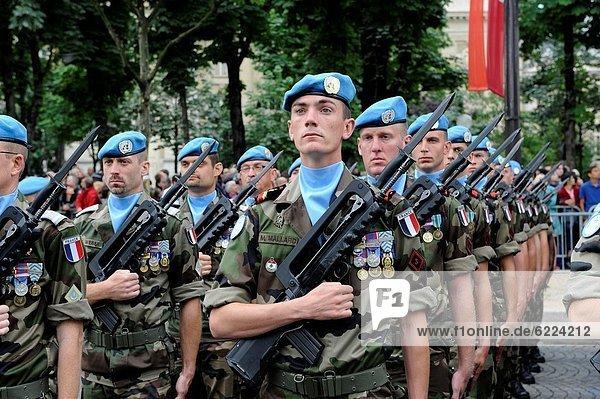 Paris  Hauptstadt  Frankreich  Europa  Tag  Militär  Parade