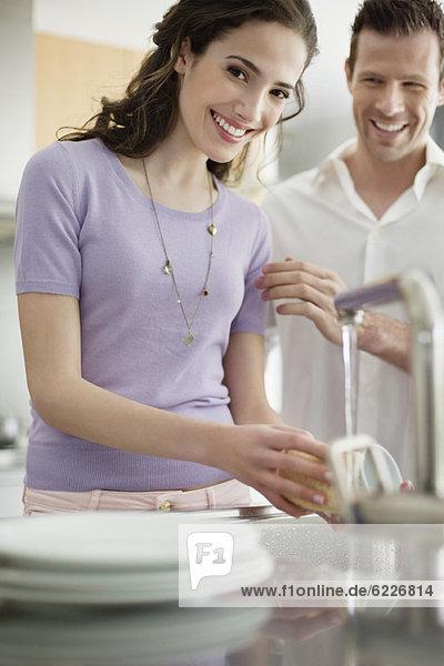 Frauenwaschutensilien in der Küche