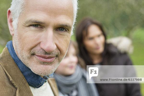 Porträt eines Mannes mit seiner Familie