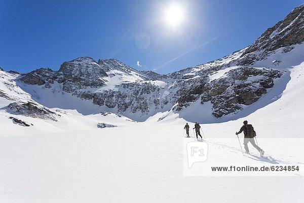 Schitourengeher in der Venedigergruppe  Hohe Tauern  Tirol  Österreich