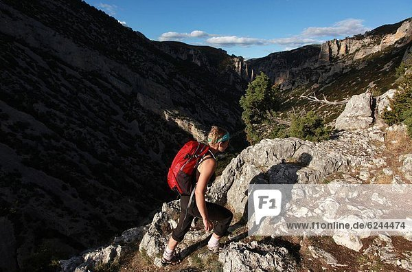 Frau  Ziel  wandern  1  Schlucht  Aragonien  Canyoning  Spanien