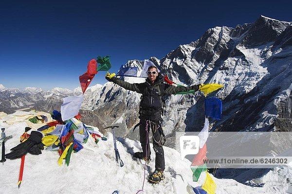 Berggipfel  Gipfel  Spitze  Spitzen  halten  hoch  oben  Fahne  Insel  Klettern  Himalaya  Asien  Nepal  Gebet