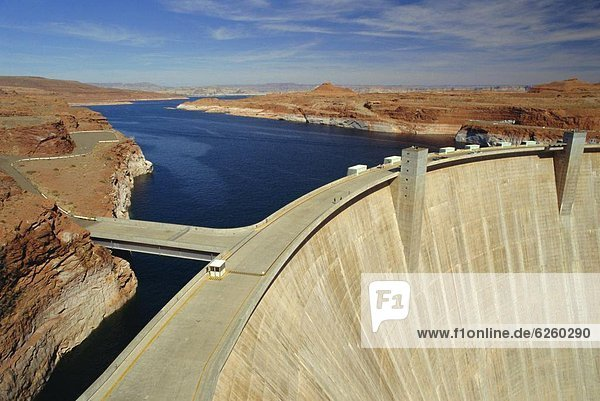 Glen Canyon Dam  Lake Powell  near Page  Arizona  USA