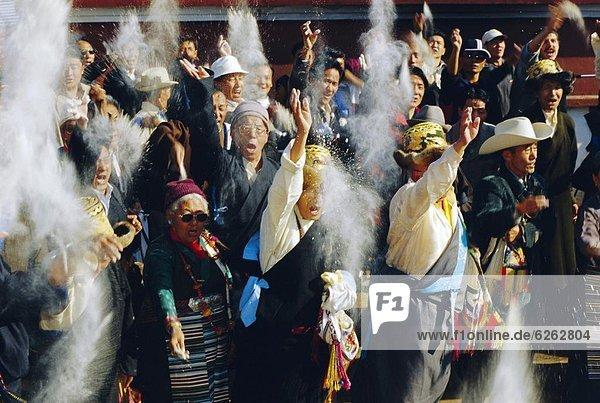 Mensch  werfen  Menschen  Himmel  fünfstöckig  Buddhismus  Tibet  Mehl  Nepal  neu  Jahr