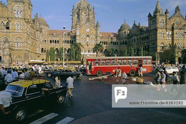 frontal Indien Haltestelle Haltepunkt Station Straßenverkehr