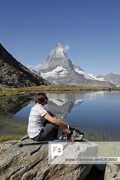 hinter  Europa  ruhen  wandern  Matterhorn  Westalpen  Schweiz  Zermatt
