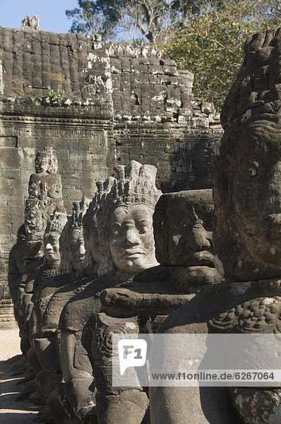 South Gate entrance to Angkor Thom  Angkor  UNESCO World Heritage Site  Siem Reap  Cambodia  Indochi0  Southeast Asia  Asia