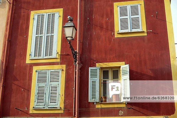 Frankreich  Fenster  Stadt  Freundlichkeit  Provence - Alpes-Cote d Azur  alt
