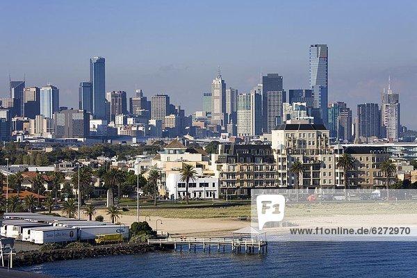 Skyline  Skylines  sehen  Großstadt  Kai  Pazifischer Ozean  Pazifik  Stiller Ozean  Großer Ozean  Victoria  Australien  Melbourne  Haltestelle  Haltepunkt  Station