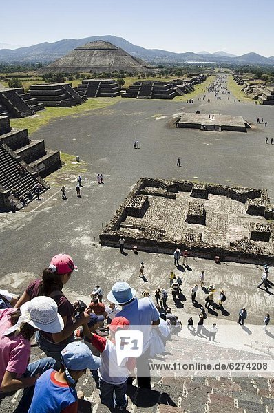 Tourists decending from the Pyramid of the Moon  Teotihuacan  150AD to 600AD and later used by the Aztecs  UNESCO World Heritage Site  north of Mexico City  Mexico  North America