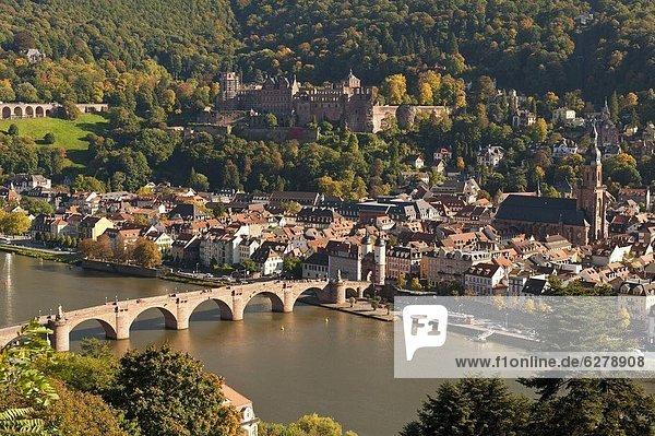 Europa  Palast  Schloß  Schlösser  Stadt  Brücke  Fluss  Ansicht  Baden-Württemberg  Deutschland  Heidelberg  alt