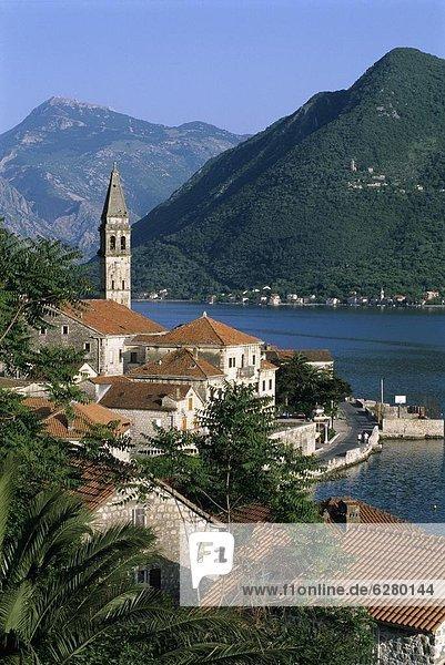 Europa  über  Kirche  Dorf  Ansicht  UNESCO-Welterbe  Bucht  Kotor  Montenegro